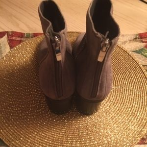 Marc Fisher Gray Suede Boots w/Back Zipper Size 8
